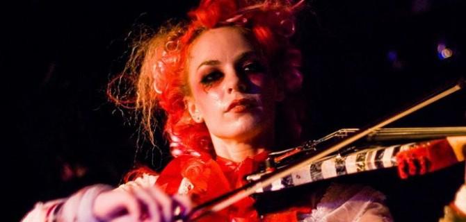 Praha na nohou, přijíždí rebelka Emilie Autumn!