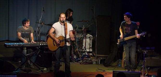 Xindl X vyráží na Turné s kytarou a Lá$kou, vrací se tak ke svým písničkářským kořenům